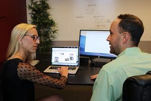 woman_man_desk_laptop