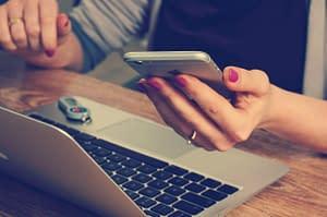 ipad-mobile-hands